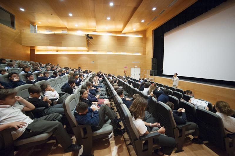 Casi un millar de escolares han participado  en el ciclo 'Proyecciones para la inclusión'